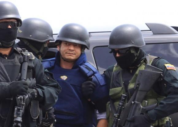 Momento en que Chávez Abarca era extraditado de Caracas a La Habana. (Foto: AVN)