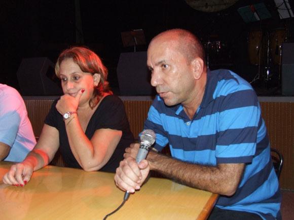 """José Manuel García productor del disco """"Voy a elevar mi voz"""" y Ela Ramos, Gerente General de Bis Music. Foto: Marianela Dufflar"""