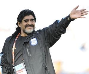 Maradona debería ser DT de selección iraní, dice Ahmadinejad
