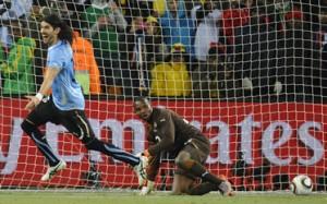 El loco Abreu celebra su gol definitorio en los penales