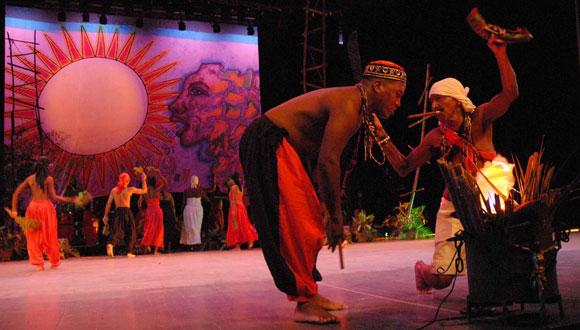 """La 30 edición del Festival del Caribe o """"Fiesta del Fuego"""", comenzó hoy en el Teatro Heredia de Santiago de Cuba.3 de Julio de 2010. AIN Foto: Miguel RUBIERA JUSTIZ"""