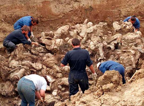 Fosa con 2000 cadáveres en Colombia