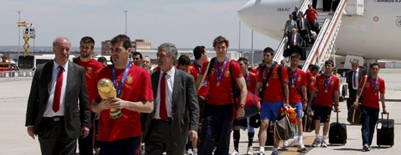 El equipo español arribó al aeropueto de Barajas en la capital madrileña