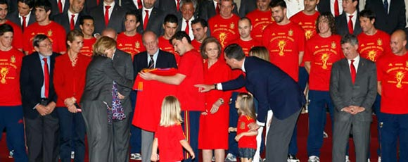 El equipo español es recibido con todos los honores de la Familia Real