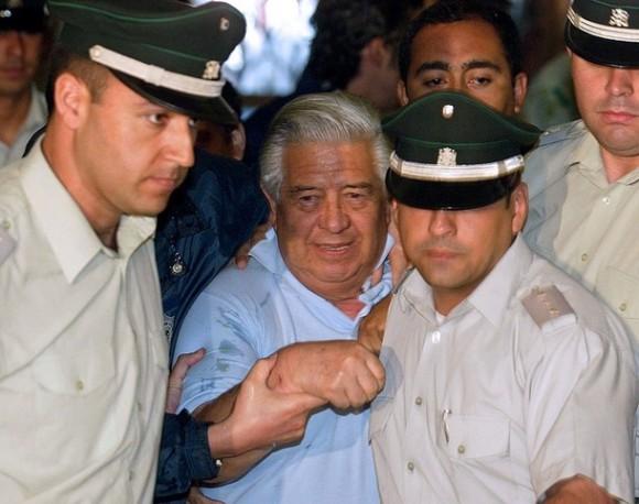 El ex jefe de la policía secreta de Augusto Pinochet, Manuel Contreras, fue condenado a cadena perpetua por el asesinato del ex jefe del Ejército Carlos Prats y su esposa, Sofía Cuthbert.