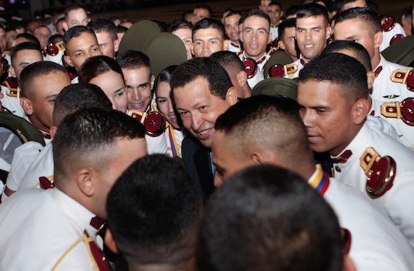 El Presidente Hugo Chávez en la ceremonia de ascensos militares y de graduación conjunta y pase a retiro en Venezuela.