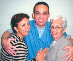 Antonio Guerrero con su hermana María Eugenia Guerrero y su Mamá. Foto de archivo