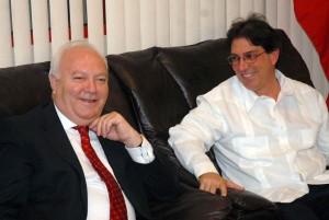 Moratinos fue recibido en el aeropuerto por el Canciller cuban