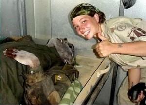 Las mujeres enroladas en los marines también enseñan democracia
