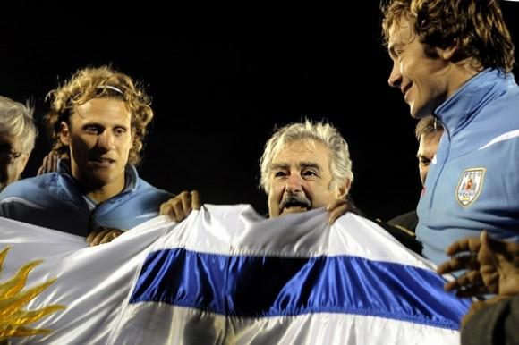 Mujica con la selección charrúa antes de partir para el Mundial  Foto de AP