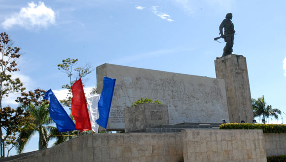 Plaza de la Revolución Ernesto Che Guevara, el 25 de julio de 2010, lista y engalanada para la celebración del Acto Central Nacional por el 26 de Julio en Santa Clara, provincia de Villa Clara. AIN Foto: Arelys María ECHEVARRIA RODRIGUEZ