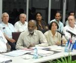 De izquierda a derecha Esteban Lazo Hernández, Vicepresidente del Consejo de Estado de Cuba, y Rene Preval, presidente de Haití, traductora, Rodrigo Malmierca, ministro cubano de Comercio Exterior y la Inversión Extranjera y José Ramón Balaguer Cabrera, ministro de Salud Publica de Cuba, en la reunión de trabajo bilateral, que se celebró en el ministerio para la Inversión Extranjera, en Ciudad de La Habana. AIN FOTO/Marcelino VAZQUEZ HERNANDEZ/are