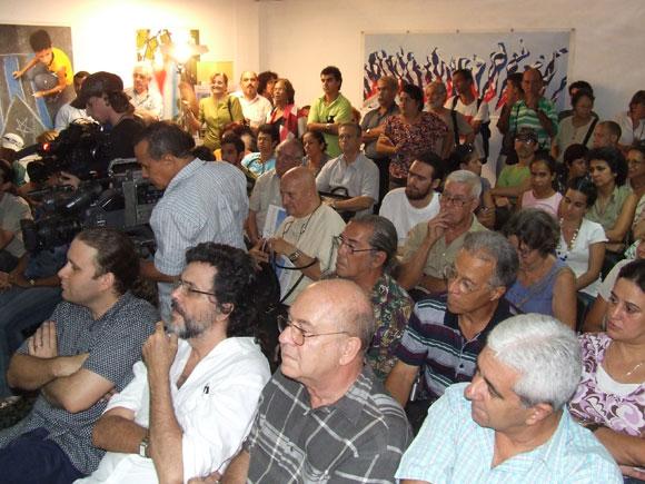Abel Prieto, Ministro de Cultura, Miguel Barnet, Presidente de la UNEAC, y otras personalidades de la cultura asistieron al espacio Encuentros de Arte en la Rampa. Foto: Marianela Dufflar