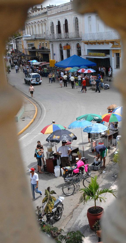 El parque Serafín Sánchez, de la ciudad de Sancti Spíritus, será una de las plazas principales del tradicional Santiago Espirituano. 20 de julio de 2010. AIN Foto: Oscar ALFONSO SOSA