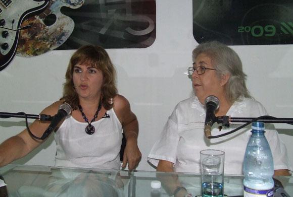 La cantautora Sara González, en el espacio Encuentro de Arte en la Rampa. Foto: Marianela Dufflar