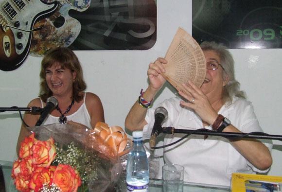 Sara compartió alegría y emociones con los asistentes al espacio Encuentro de la Feria Arte en la Rampa. Foto: Marianela Dufflar