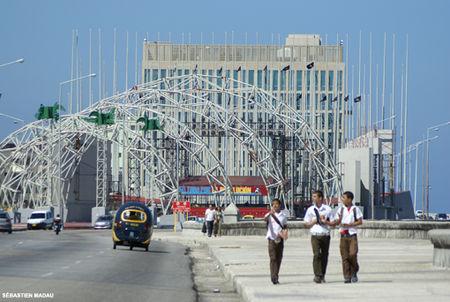 La Tribuna Antiimperialista, espacio de movilización de la juventud, se alza frente a la Oficina de Intereses de Estados Unidos en La Habana