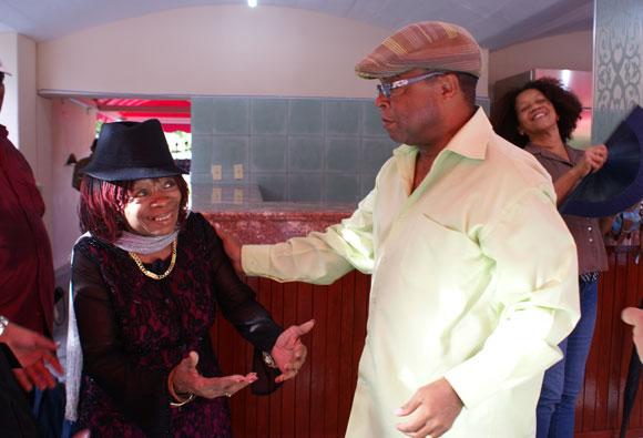 Juana Bacallao junto al Maestro Adalberto Álvarez, en el Salón Rosado de la Tropical. Foto: Marianela Dufflar