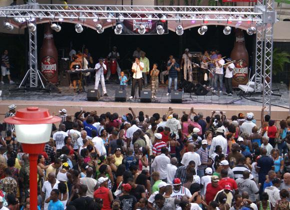 Todos bailaron con Adalberto Álvarez en el Salón Rosado de la Tropical. Foto: Marianela Dufflar