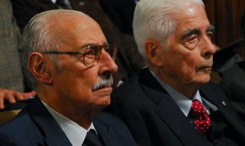 Rafael Videla y Benjamín Menéndez, al comparecer ayer ante el juez. Foto Ap