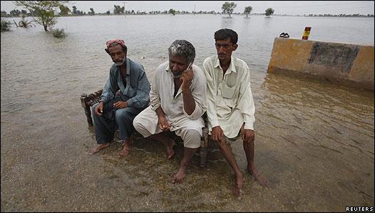 Según el gobierno, más de 20 millones de personas han sido afectadas por las inundaciones. Foto: EFE