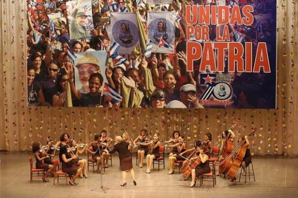 Actuación de la Camerata Romeu en la gala político cultural por el aniversario 50 de la Federación de Mujeres Cubanas, que tuvo lugar en la Sala Universal de las Fuerzas Armadas Revolucionarias (FAR), en La Habana, Cuba, el 23 de agosto de 2010. AIN FOTO/Sergio ABEL REYES/