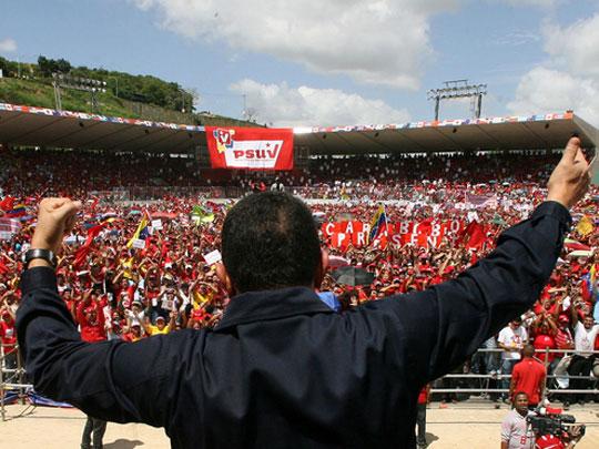 Hugo Chávez reunido con miles de venezolanos