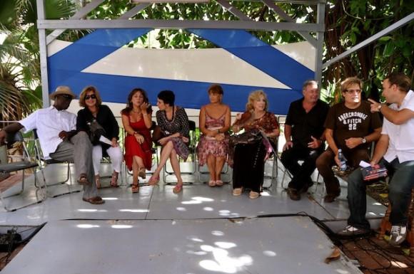 """Los entrevistados de """"Con 2 que se quieran"""" en el Pabellón Cuba. Foto: Petí"""