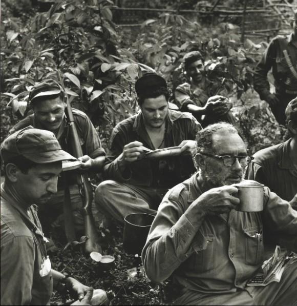 Al frente, el comandante Crescencio Pérez, veterano combatiente, con parte de su tropa. A la izquierda, sus hijos Sergio e Ignacio Pérez.
