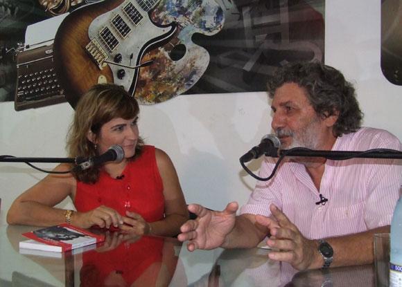 El artista de la plástica cubana, José Ramón Villa Soberón, dialogó con los asistentes al espacio Encuentro en la Feria Arte en la Rampa. Foto: Marianela Dufflar