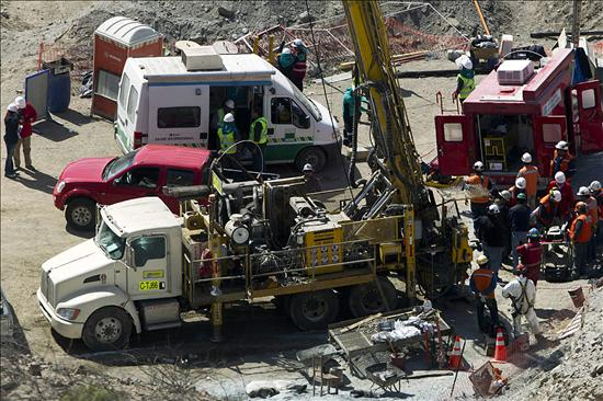La perforación para rescatar a los mineros está en marcha. Foto: EFE