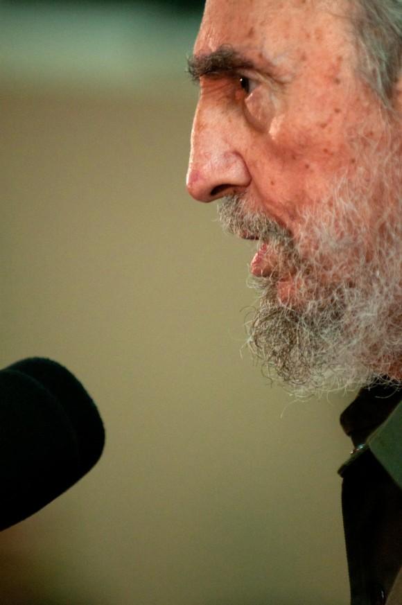Fidel recibe a la Brigada Moto Méndez. Foto: Roberto Chile
