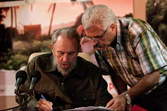 Fidel con el viceministro de Salud Pública, Roberto González Martín. Foto: Roberto Chile