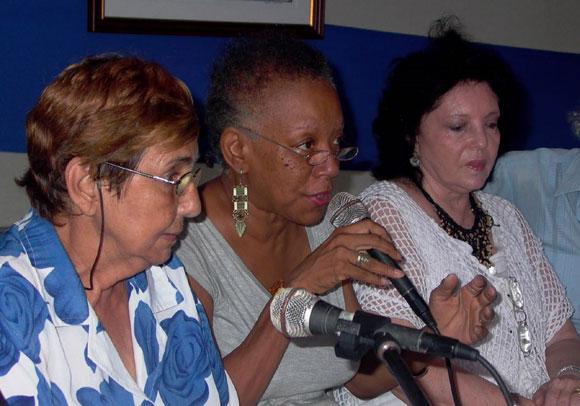 Nancy Morejón dio lectura a un poema de su autoría dedicado a Fidel. Foto: Marianela Dufflar
