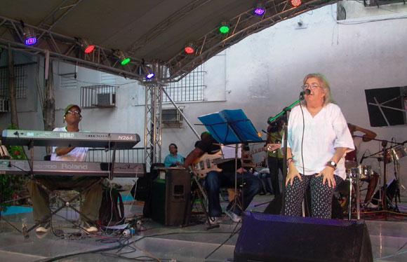 Sara González realizó un concierto en el Pabellón Cuba dedicado al cumpleaños del Comandante Fidel. Foto: Marianela Dufflar