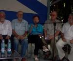 Escritores y artistas cubanos se reunieron para celebrar el cumpleaños de Fidel. Foto: Marianela Dufflar