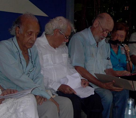 Escritores cubanos se unen a la proclama por la Paz. Foto: Marianela Dufflar