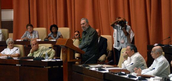 Intervención del Comandante en Jefe, Fidel Castro (centro), durante la Sesión Extraordinaria de la Asamblea del Poder Popular, en el Palacio de Convenciones de la Habana, Cuba, el 7 de agosto de 2010. AIN Foto: Marcelino VAZQUEZ HERNANDEZ