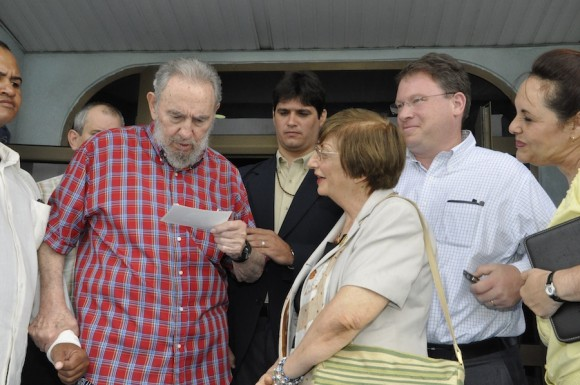 Fidel, Julia y Goldberg en el Acuario Nacional.