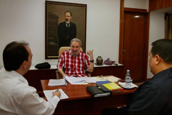 Polanco, Fidel y Chávez. Foto: Estudios Revolución
