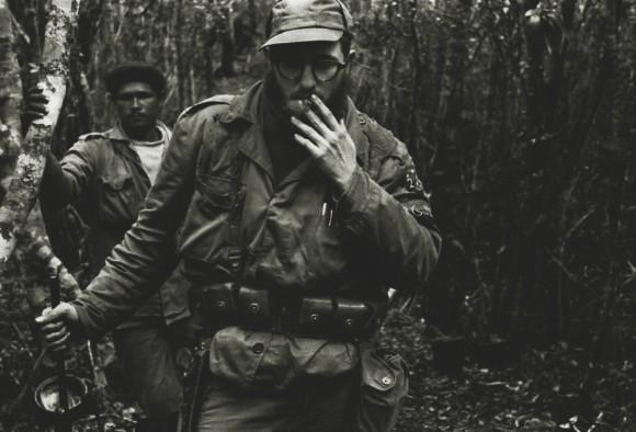 Fidel y el combatiente Ángel Sotomayor, Ango, por la Sierra.