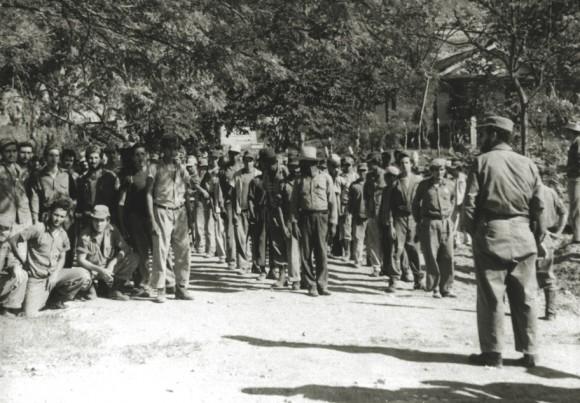 Alumnos de la escuela de reclutas de Minas de Frío, dirigida por el Che.