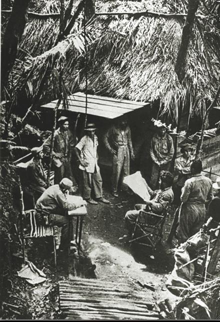 Fidel en la Comandancia de La Plata, mientras elabora planes para la defensa del firme de la Maestra.