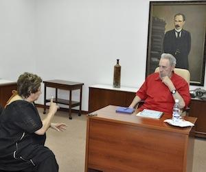 Fidel y Carmen Lira, directora de La Jornada. Foto: Estudios Revolución