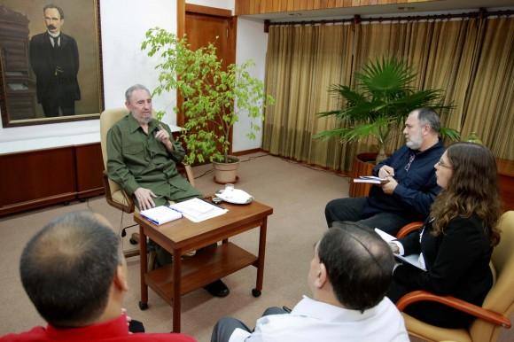 Fidel Castro durante el encuentro con periodistas venezolanos