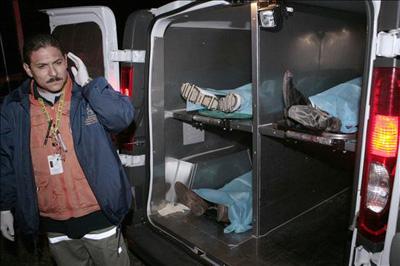 A la fecha en México, debido a la guerra contra el narcotráfico desde el año 2006 al 2010 se alcanzan los 28,000 muertos,66 figuran las víctimas inocentes en dichas cifras, principalmente alrededor de 900 niños muertos asesinados por las balas en enfrentamientos armados o ataques directos.67 De éstos asesinatos, el 95% permanecen sin castigo para los criminales que lo han perpetrado, rebasando por completo a la justicia mexicana y a toda posibilidad de freno a la ola de violencia del país.68