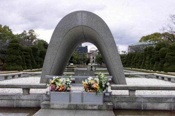 6 de agosto de 2010, aniversario 65 de Hiroshima, primera masacre atómica de la Humanidad. Monumento a las víctimas del bombardeo nuclear norteamericano ocurrido en agosto de 1945, erigido en el Parque de la Paz, en la ciudad de Hiroshima, Japón. AIN FOTO ARCHIVO/Pablo PILDAIN