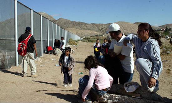 Inmigrantes mexicanos en la frontera con EEUU