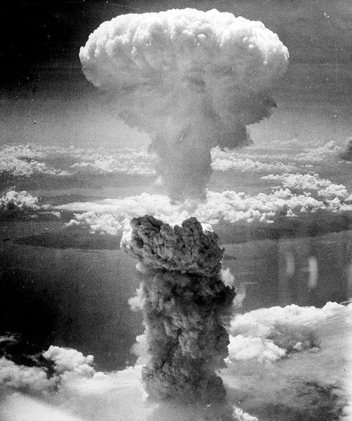 En un 9 de agosto, pero de 1945, Estados Unidos lanza su segunda bomba atómica, que destruyó la ciudad de Nagasaki y causó millares de víctimas, lo que provocó la rendición de Japón y puso fin a la II Guerra Mundial. Foto: Wikipedia