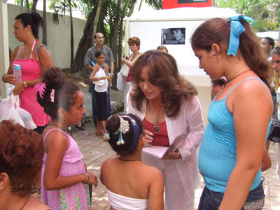 """Maria Hevia en la presentación del video clip """"Los Elefantes"""", en la Feria Arte en la Rampa"""